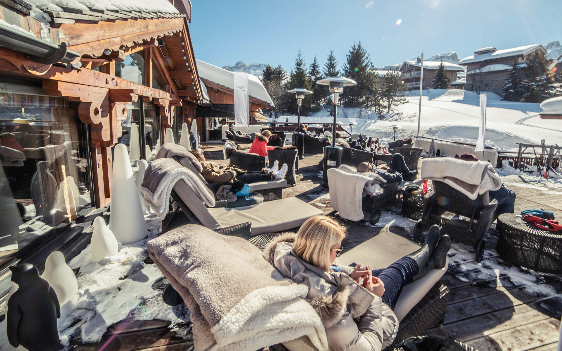 alpes hotel pralong bar courchevel